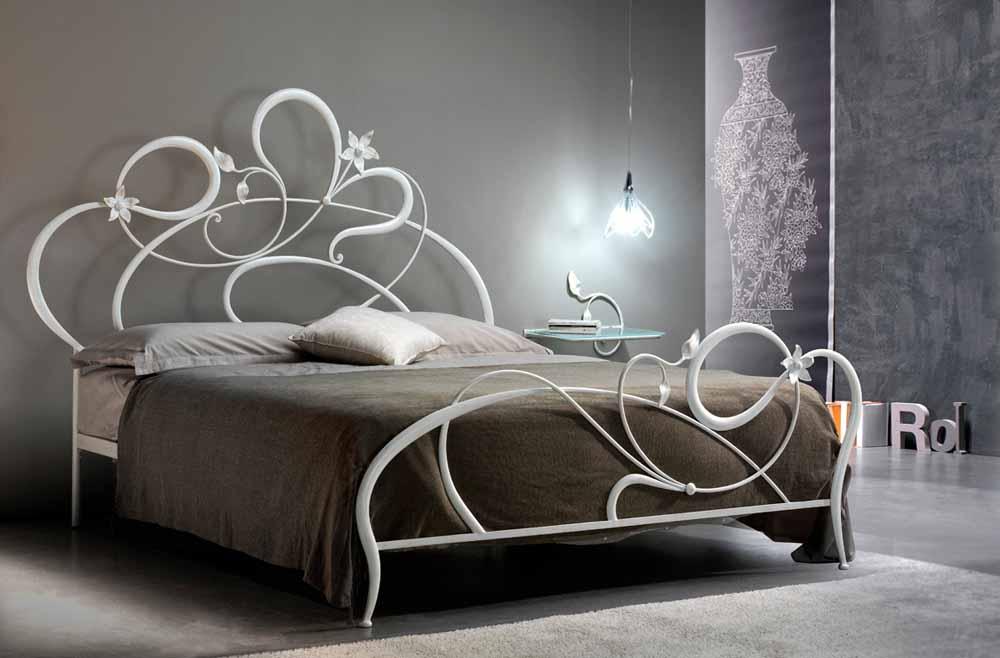 Letto in ferro battuto modello mone arredamento zona notte - Spalliere da letto ...