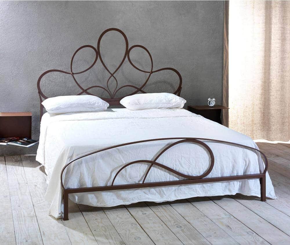 Letto in ferro battuto modello viola arredamento zona for Arredamento ferro battuto