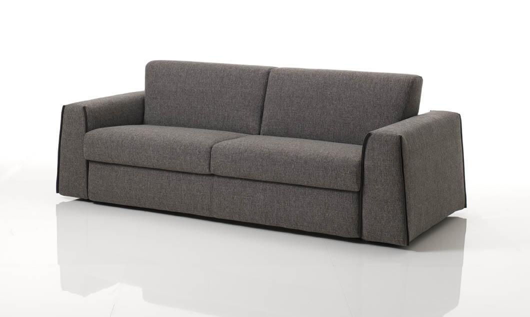 Divano letto modello capo arredamento in svendita divani for Svendita divani letto