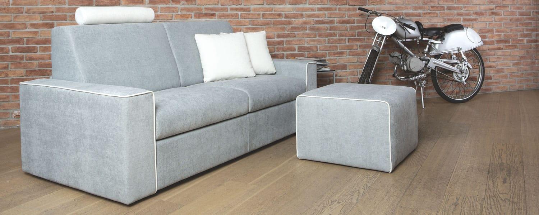 Divano modello jack arredamento in svendita divani in - Divano con pouf ...