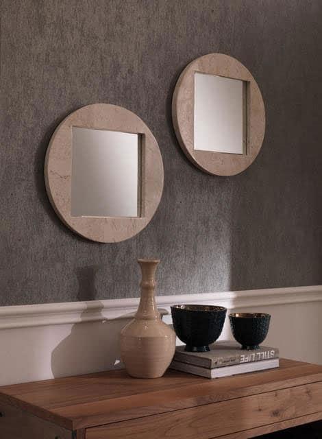 Specchio-Modello-Tria-in-marmo-bianco-in-ambiente-doppio
