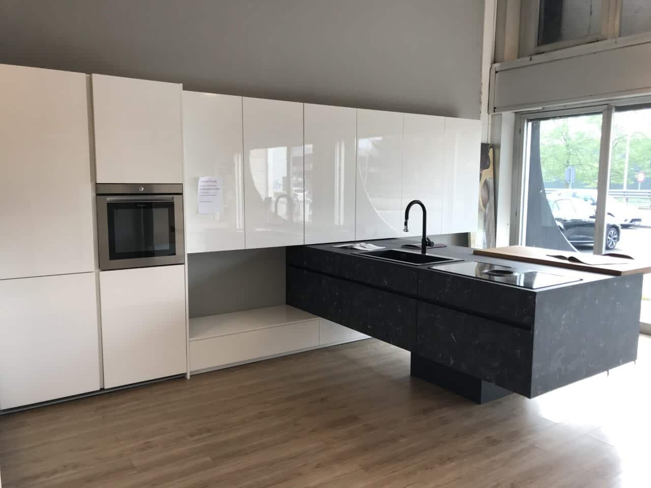 cucina expo vetrina in svendita da esposizione con elettrodomestici L 485 -  P 280 - H 221
