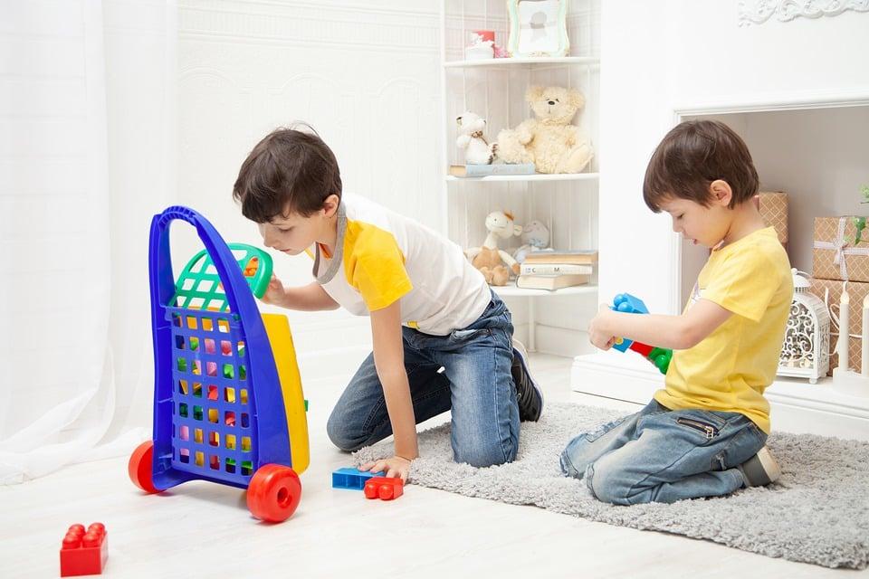 """Bambini gioco da pixabay articolo blog """"il castello a prova di bimbo"""""""