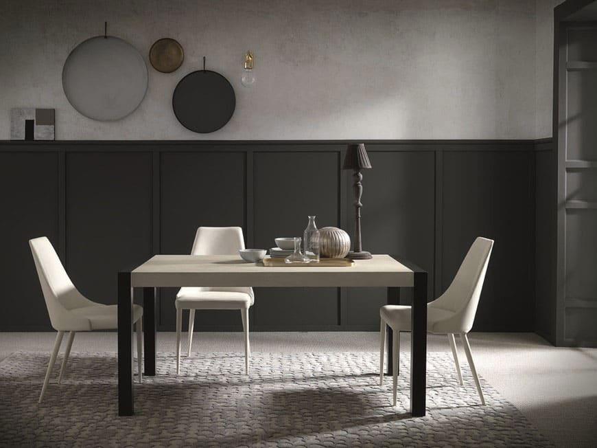 tavolo-modello-aragone-con-sedie-e-ornamenti-salvaspazio