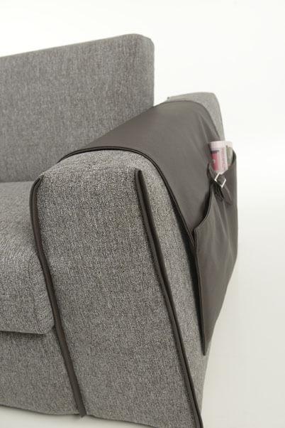 Sofà Trasformabile versione Letto con Materasso Alto Modello Piacenza particolare bracciolo con tasca porta oggetti